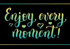 Nowożytny kaligrafii literowanie motywacyjna wycena Cieszy się każdy moment dekorującego z sercami i granicą w żółtym błękitnym g ilustracji
