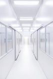 Nowożytny laboratorium naukowe pokój otwierał drzwi z oświetleniem od outside Zdjęcia Stock