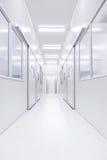 Nowożytny laboratorium naukowe pokój otwierał drzwi z oświetleniem od outside Obraz Stock