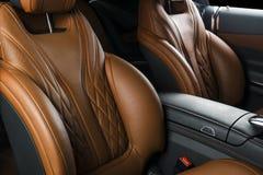 Nowożytny Luksusowy samochód inside Wnętrze prestiżu nowożytny samochód ComfoModern Luksusowy samochód inside Wnętrze prestiżu no Obraz Stock