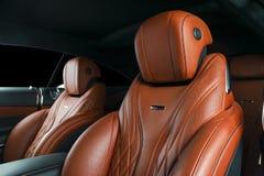 Nowożytny Luksusowy samochód inside Wnętrze prestiżu nowożytny samochód ComfoModern Luksusowy samochód inside Wnętrze prestiżu no Fotografia Royalty Free