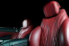 Nowożytny Luksusowy samochód inside Wnętrze prestiżu nowożytny samochód Wygodni skór siedzenia Rewolucjonistka dziurkowaty rzemie Fotografia Stock