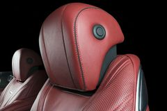 Nowożytny Luksusowy samochód inside Wnętrze prestiżu nowożytny samochód Wygodni skór siedzenia Rewolucjonistka dziurkowaty rzemie Fotografia Royalty Free