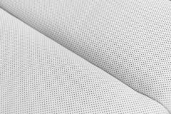 Nowożytny luksusowy Samochodowy białej skóry wnętrze Część dziurkowaci rzemienni samochodowego siedzenia szczegóły Biały Dziurkow obraz royalty free
