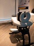 Nowożytny masażu krzesło w piękno salonie dla post usługa fotografia stock