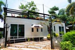 Nowożytny metalu budynek robić od wysyłka domu zbiorników Obrazy Royalty Free