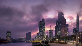 Nowożytny miasta centrum biznesu w zmierzchu tle z nowoczesna technologia pieniężnymi biurowymi drapacz chmur budynkami, pręd zbiory wideo