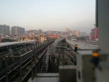 Nowożytny miastowy z nowożytnym ruchem drogowym w Shenzhen mieście Zdjęcia Stock