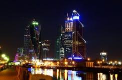 Nowożytny Moskwa przy nocą Widok nowożytni wieżowowie Obraz Stock
