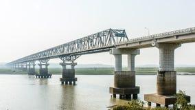 Nowożytny most przy Magway, Myanmar Ja łączy między Minbu i Magway społecznością miejską nad Irrawaddy rzeką, Obraz Royalty Free