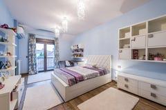 Nowożytny nastoletni sypialni wnętrze zdjęcia royalty free