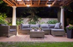 Nowożytny patio przy nocą fotografia royalty free