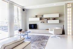 Nowożytny piękny mieszkanie w nowym luksusu domu Zdjęcia Royalty Free
