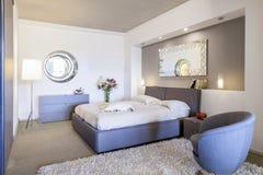 Nowożytny piękny mieszkanie w nowym luksusu domu Obrazy Royalty Free