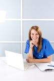 nowożytny pielęgniarki biura główkowanie Zdjęcie Royalty Free