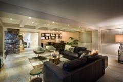 Nowożytny podziemny żywy pokój Zdjęcia Royalty Free