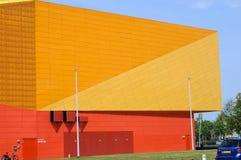 Nowożytny pomarańcze i koloru żółtego budynek w Lelystad Zdjęcia Royalty Free