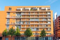 Nowożytny pomarańczowy mieszkanie dom widzieć w Berlin obraz stock