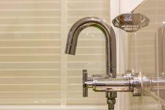 Nowożytny projektanta klepnięcie, prysznic w łazience i. Obrazy Stock