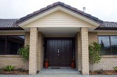 nowożytny przodu wejściowy dom Zdjęcie Royalty Free
