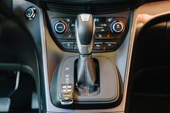 Nowożytny Samochodowy Wewnętrzny deska rozdzielcza widok Obraz Stock