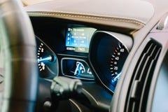 Nowożytny Samochodowy Wewnętrzny deska rozdzielcza widok Zdjęcia Royalty Free