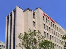Nowożytny stylowy szpitalny budynek zdjęcia stock