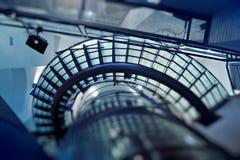 nowożytny szkło schody przyglądający nowożytny Obrazy Royalty Free