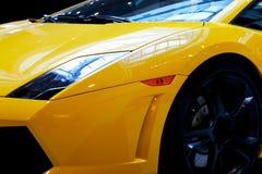 Nowożytny szybkiego samochodu zakończenia tło Luksus, drogi Obrazy Royalty Free