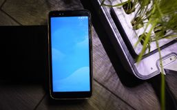 Nowożytny telefon komórkowy z dużym ekranem zdjęcie stock