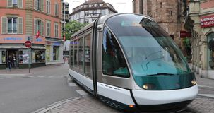 Nowożytny tramwaj na ulicie Strasburg zbiory