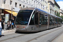 Nowożytny tramwaj w Ładnym, Francja Zdjęcie Stock