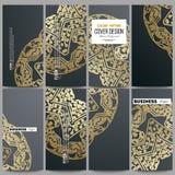 nowożytny ulotka set Złoty mikroukładu wzór na ciemnym tle Obrazy Royalty Free