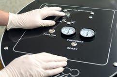 Nowożytny urządzenie medyczne dla igły uwalnia mesotherapy Fotografia Royalty Free