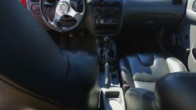 Nowożytny wnętrze bieżnego samochodu zbliżenia widok, motorowego przedstawienia wystawa, test przejażdżka zbiory