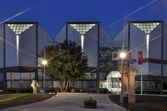 Nowożytna architektura noc scena zdjęcie stock