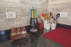 Nowożytna kuchnia w luksusowym mieszkaniu Obrazy Stock