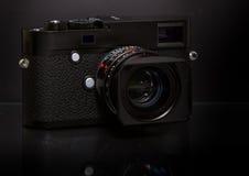 Nowożytna retro mirrorless Cyfrowa kamera Obrazy Royalty Free