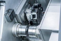 Nowożytna tokarska metalworking CNC maszyna Obrazy Royalty Free