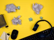 Nowożytnej powierzchni biurowa minimalny odgórny widok zdjęcie royalty free