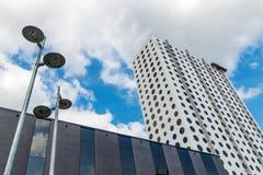Nowożytni budynki i latarnie uliczne Zdjęcie Stock