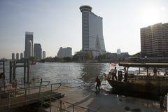 Nowożytni budynki przeciw lekkiemu Bangkok Tajlandia i Obraz Stock