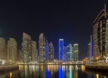 Nowożytni budynki w Dubaj, drapacz chmur architektury pustyni locat Fotografia Stock