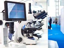 Nowo?ytni stereo mikroskopy z monitorem zdjęcia royalty free