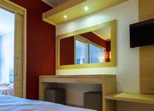 Nowożytni style utrzymanie pokój przy kurortem w Grecja Zdjęcie Royalty Free