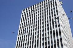 Nowożytny budynek biurowy przeciw niebieskiemu niebu, Stany Zjednoczone Obrazy Royalty Free