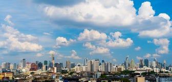 Nowożytny budynek z niebem w Bangkok, Tajlandia obrazy royalty free