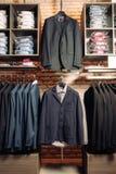 Nowożytny butik z odziewa dla ludzi biznesu Zdjęcia Royalty Free