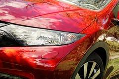 Nowożytny czerwony sportowego samochodu reflektor Zdjęcie Royalty Free