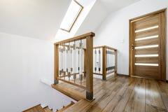 Nowożytny drewniany schodowy sposób Fotografia Royalty Free